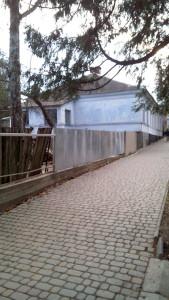 В этом доме (ныне ул. Леси Украинки, 51) жил Ю. О. Манасевич