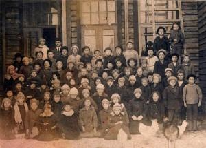 Так выглядели школьники 1921 года. Фотография учеников Келломякской народной школы (ныне Комарово)
