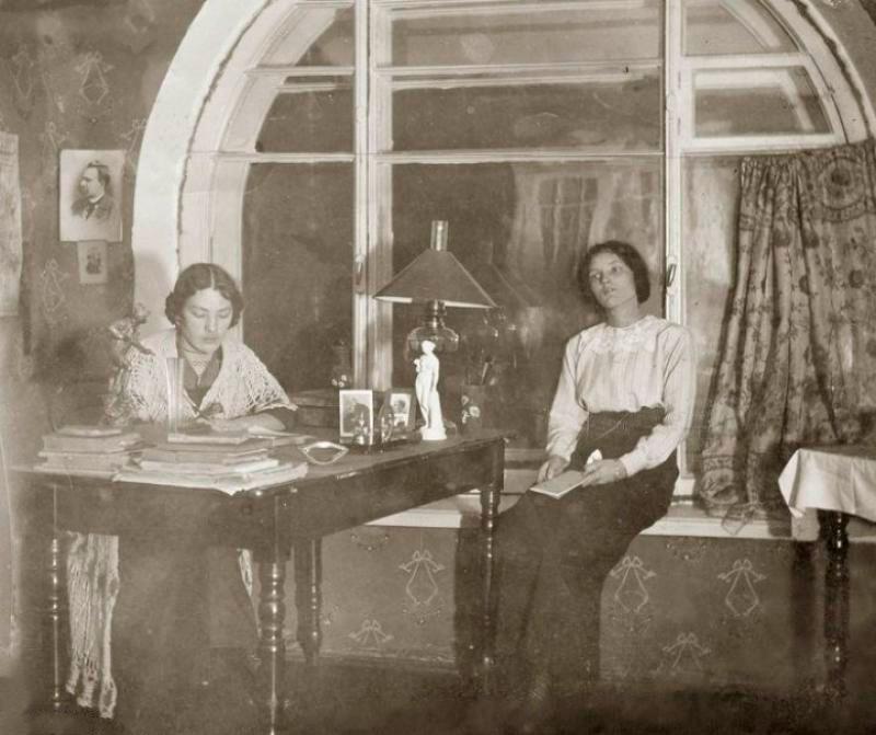 Курсистки начала ХХ века. Фотографическая карточка