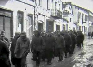 Каменец-Подольский. Пленные немцы на ул. Кирова. Март-начало апреля 1944 г. Кадр кинохроники