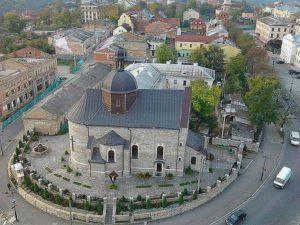 Над Троицкой церковью