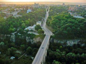 Над Новоплановским мостом