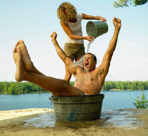 Горячей воды нет и не будет, но вы держитесь здесь, вам всего доброго, хорошего настроения и здоровья