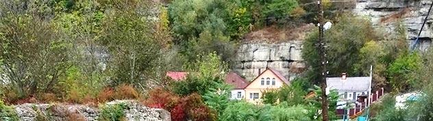 Каменец-Подольский. Под скалами каньона р. Смотрич