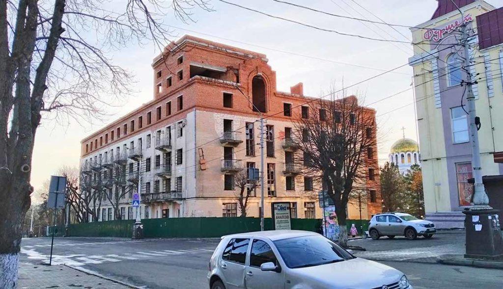 """Здание бывшей гостиницы """"Украина"""""""