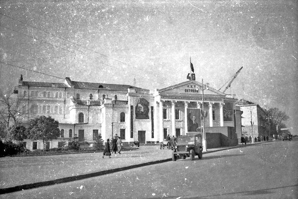 Каменец-Подольский. Здание театра. 1957 год